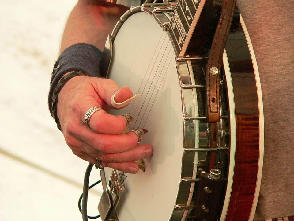 Don Wayne Reno playing the banjo with fingerpicks - fingerpicking with thumb pick