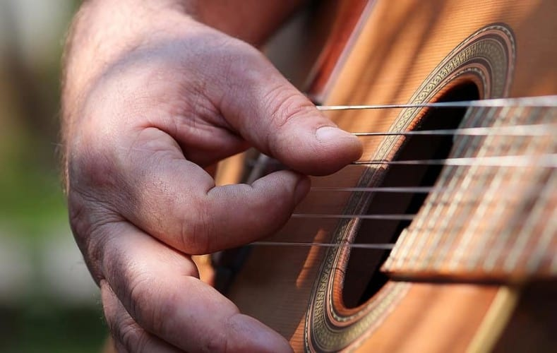 How to Strum a Guitar Without a Pick - Acoustic Guitar - Thumb Strumming