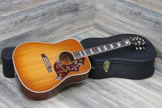 dreadnought guitar - gibson hummingbird