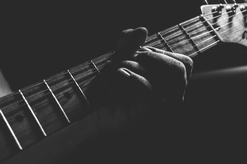 best way to learn guitar scales and chords - guitar neck