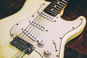 how do electric guitar pickups work