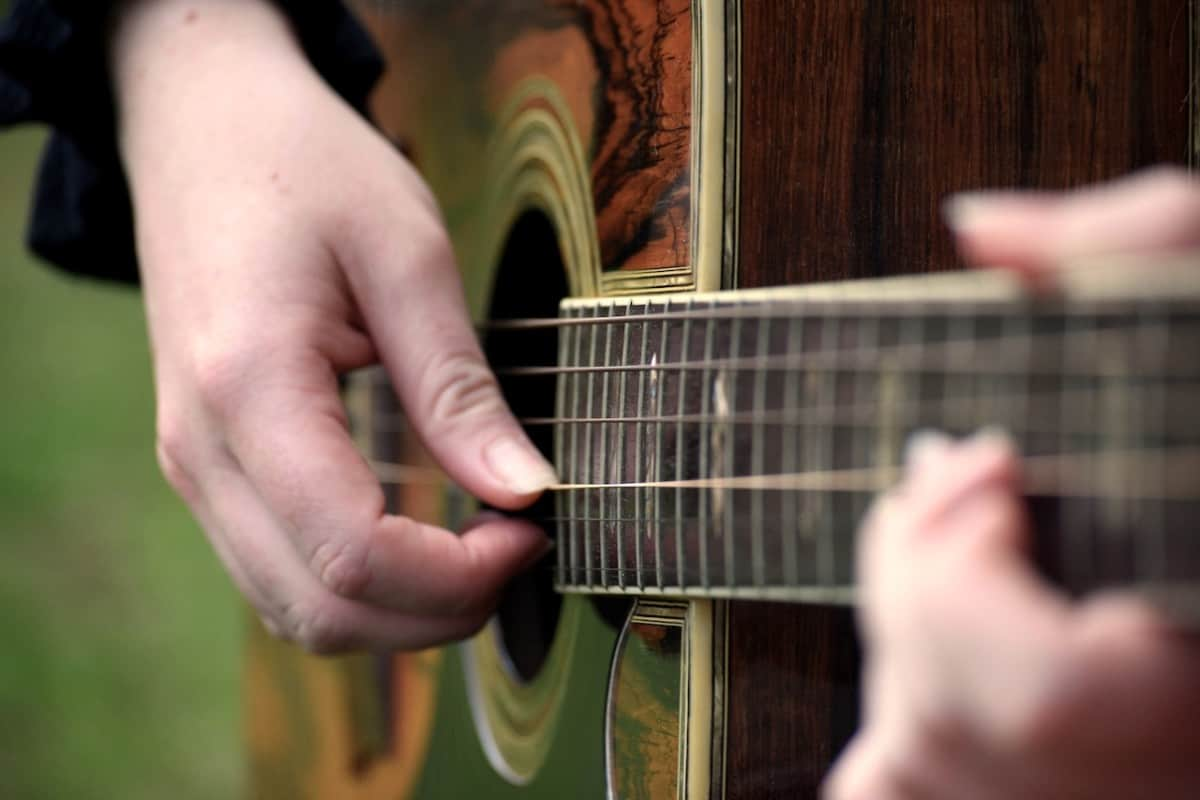 how to learn guitar fingerstyle