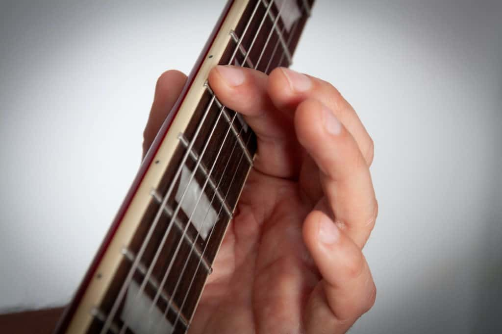 how to play bar chords-2