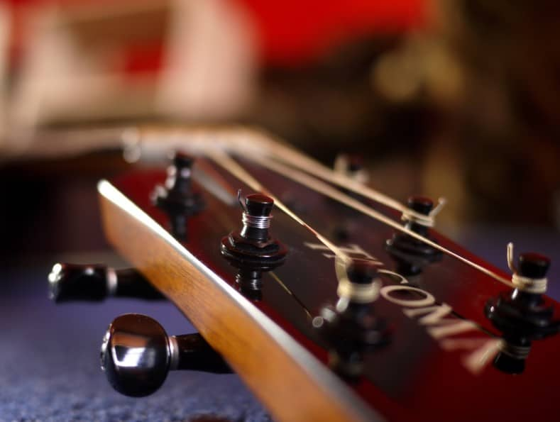 how to tune a guitar with a tuner - acoustic guitar headstock