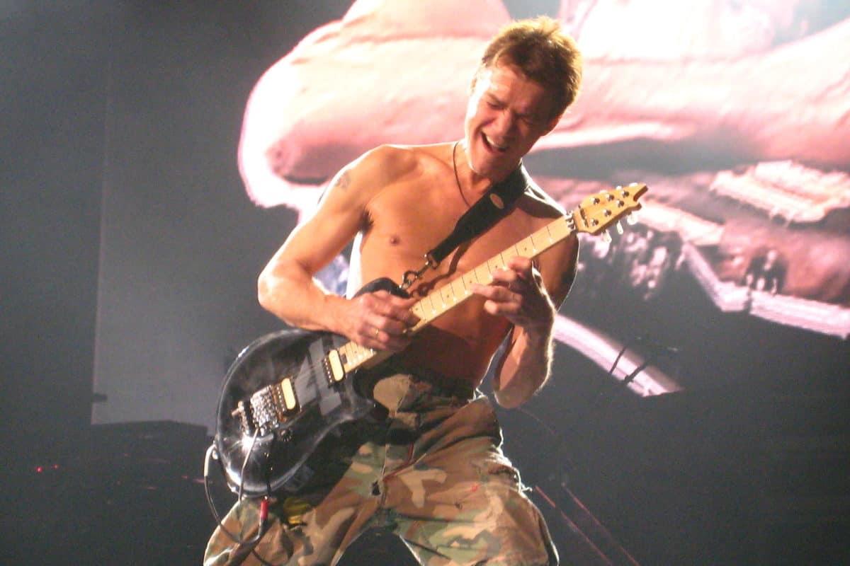 what kind of guitar did eddie van halen play