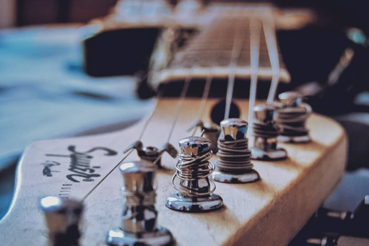 when to change electric guitar strings